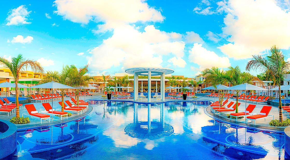 Book One Free Night at The Grand at Moon Palace Cancun!